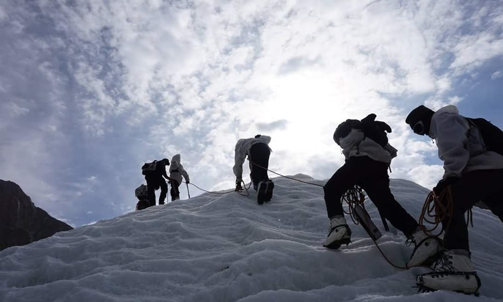 siachen glacier High in the karakoram, the stubborn armies of india and pakistan have faced off for 19 years on the siachen glacier, the world's highest battleground and a flash point in the deadly dispute over kashmir.